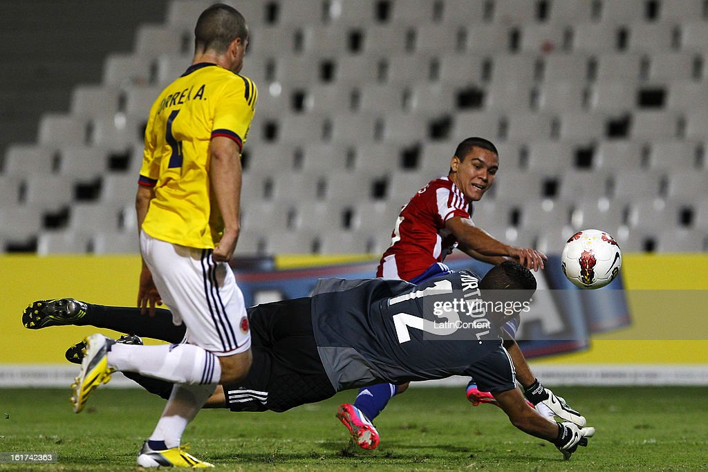 Luis Hurtado (L), goalkeeper of Colombia struggles for the ball with Brian Montenegro (R) of Paraguay during a match between Colombia and Paraguay as part of the 2013 South American Youth Championship at Malvinas Argentinas Stadium on February 03, 2013 in Mendoza, Argentina.