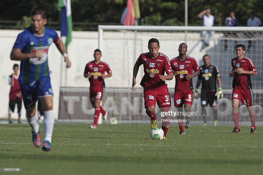 Luis Jimenez of Caracas FC controls the ball during a match between Llaneros de Guanare and Caracas FC as part of the Clausura Tournament 2013 at the Estadio Olimpico Rafael Calles Pinto on April 24, 2013 in Guanare, Venezuela.