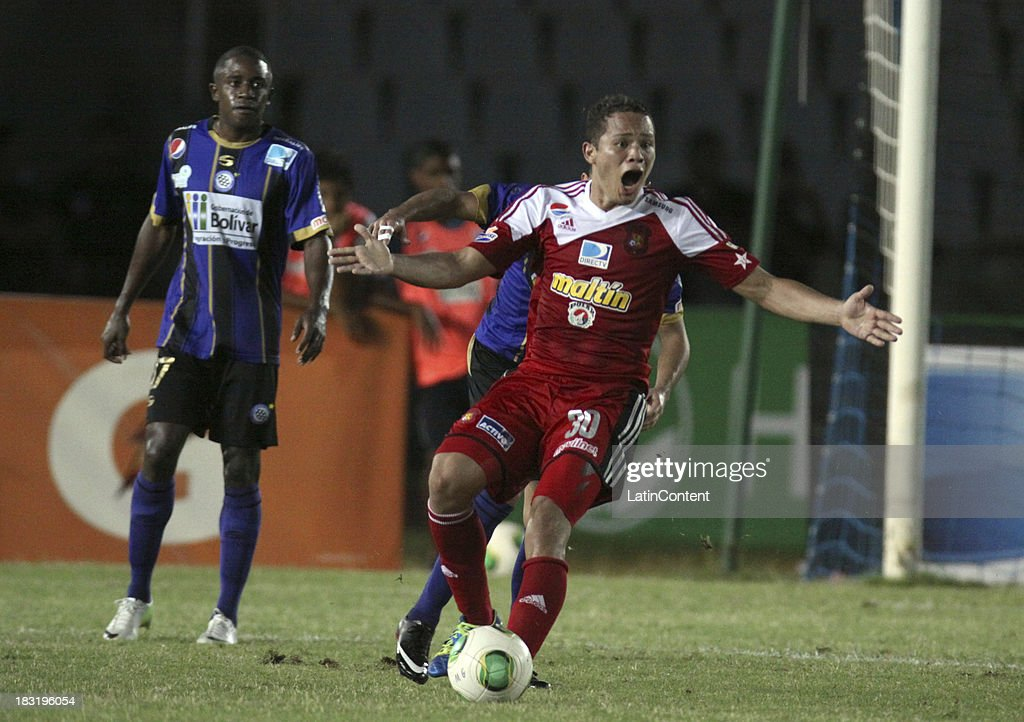Luis Jimenez of Caracas FC gestures during a match between AC Mineros de Guayana and Caracas FC as part of the Apertura 2013 at Cachamay Stadium on October 5, 2013 in Puerto Ordaz, Venezuela.