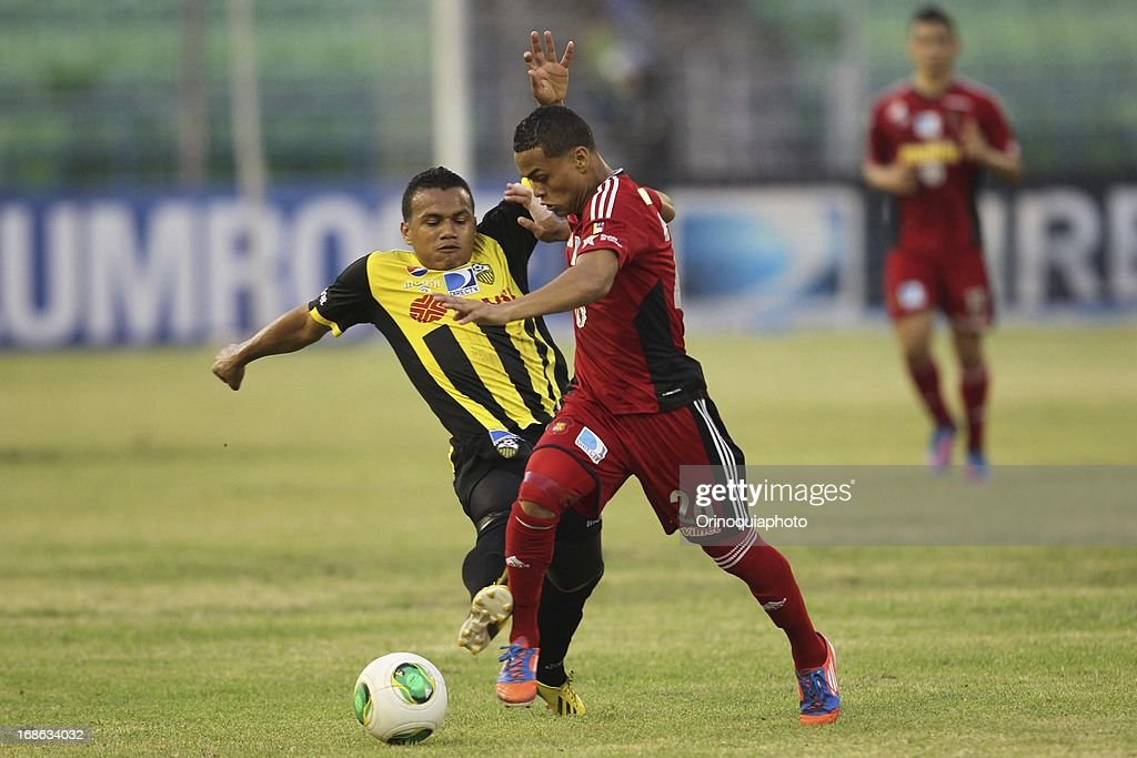 Luis Jimenez of Caracas FC in action during a match between Caracas FC and Deportivo Tachira as part of the Torneo Clausura 2013 at Olympic stadium on May 12, 2013 in Caracas, Venezuela.