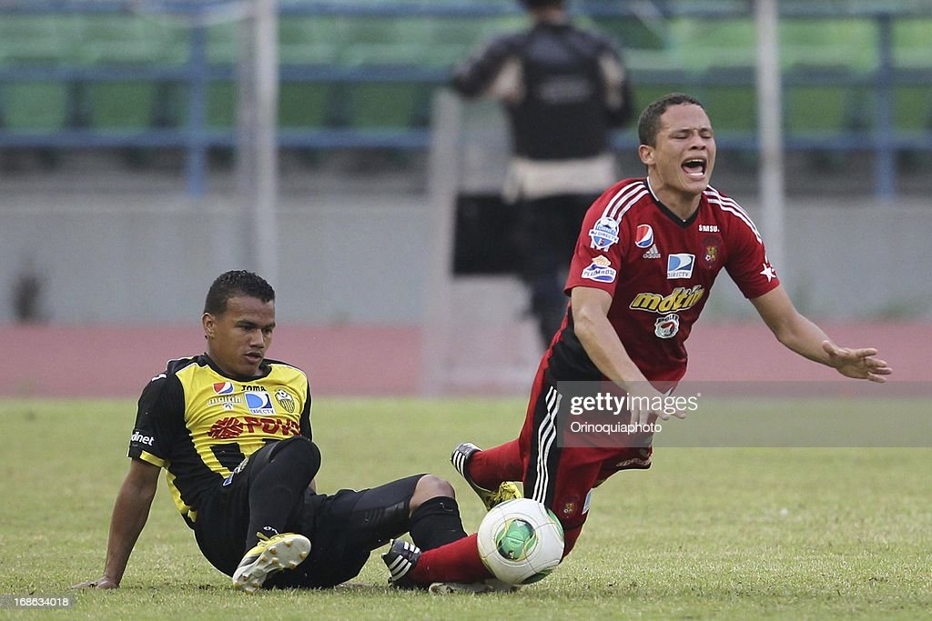 Luis Jimenez of Caracas FC reacts during a match between Caracas FC and Deportivo Tachira as part of the Torneo Clausura 2013 at Olympic stadium on May 12, 2013 in Caracas, Venezuela.