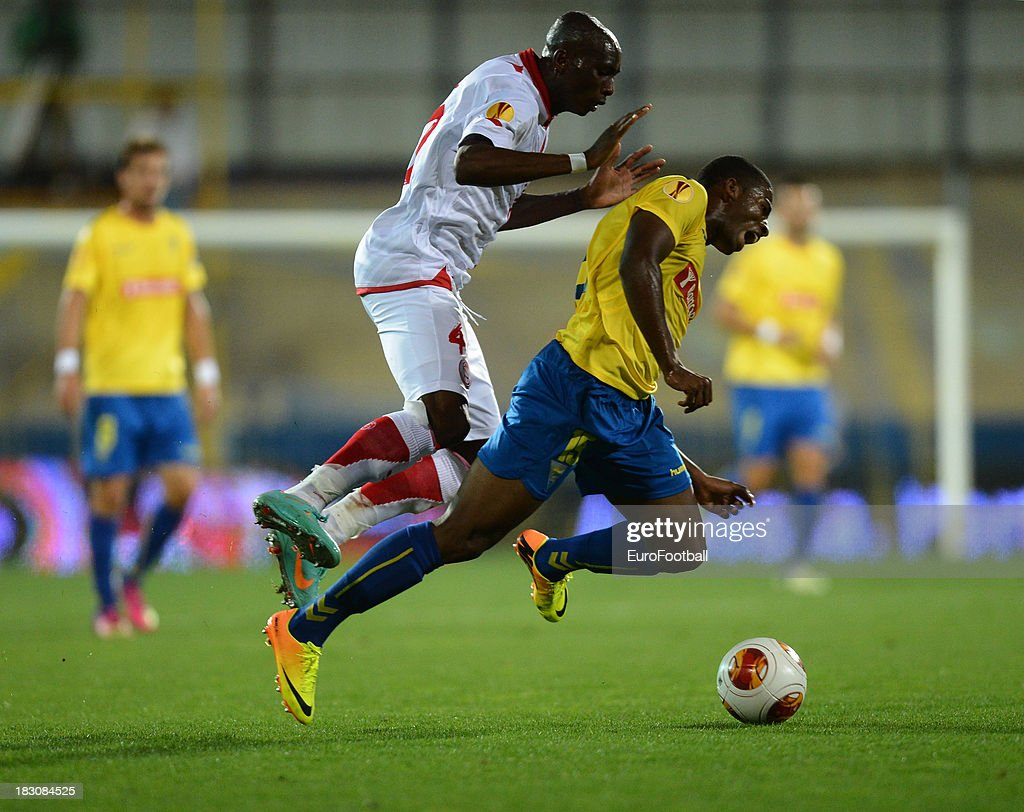 Luis Leal of Estoril Praia is challenged by Stephane Mbia of Sevilla FC during the UEFA Europa League group stage match between Estoril Praia and Sevilla FC held on September 19, 2013 at the Antonio Coimbra Da Mota Stadium, in Estoril, Portugal.