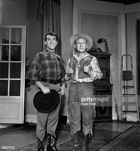 Luis Mariano and Bourvil during the shooting of the film 'Serenade au Texas' of Richard Pottier 1958