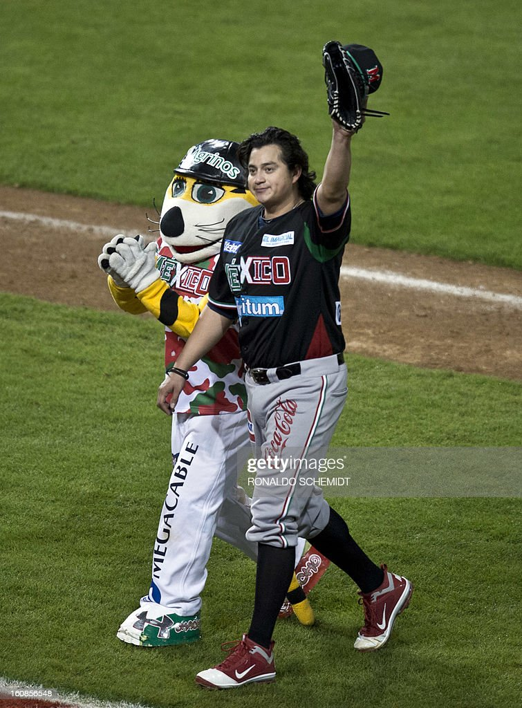 Luis Mendoza of Yaquis de Obregon of Mexico waves to the crowd after pitching against Criollos de Caguas of Puerto Rico during the 2013 Caribbean baseball series on February 6, 2013 in Hermosillo in the northern Mexican state of Sonora. The Mexican team won 10-0. AFP PHOTO/Ronaldo Schemidt