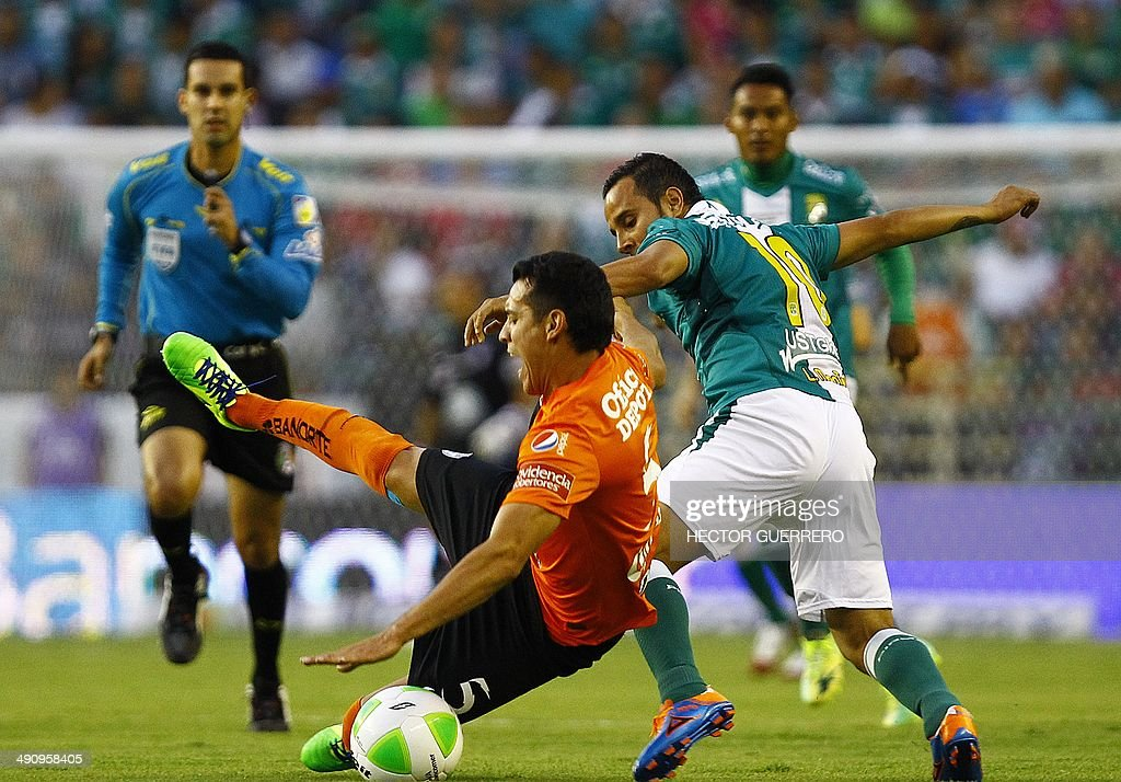 Luis Montes of Leon vies for the ball with Daniel Arreola of Pachuca during their Mexican Clausura 2014 tournament football first final match at Nou...