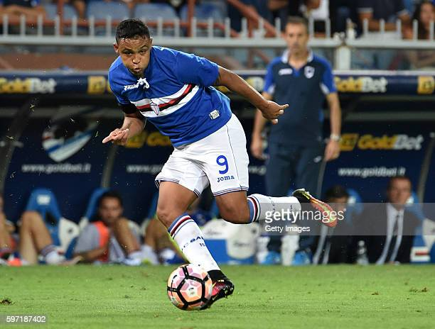 Luis Muriel of UC Sampdoria in action during the Serie A match between UC Sampdoria and Atalanta BC at Stadio Luigi Ferraris on August 28 2016 in...