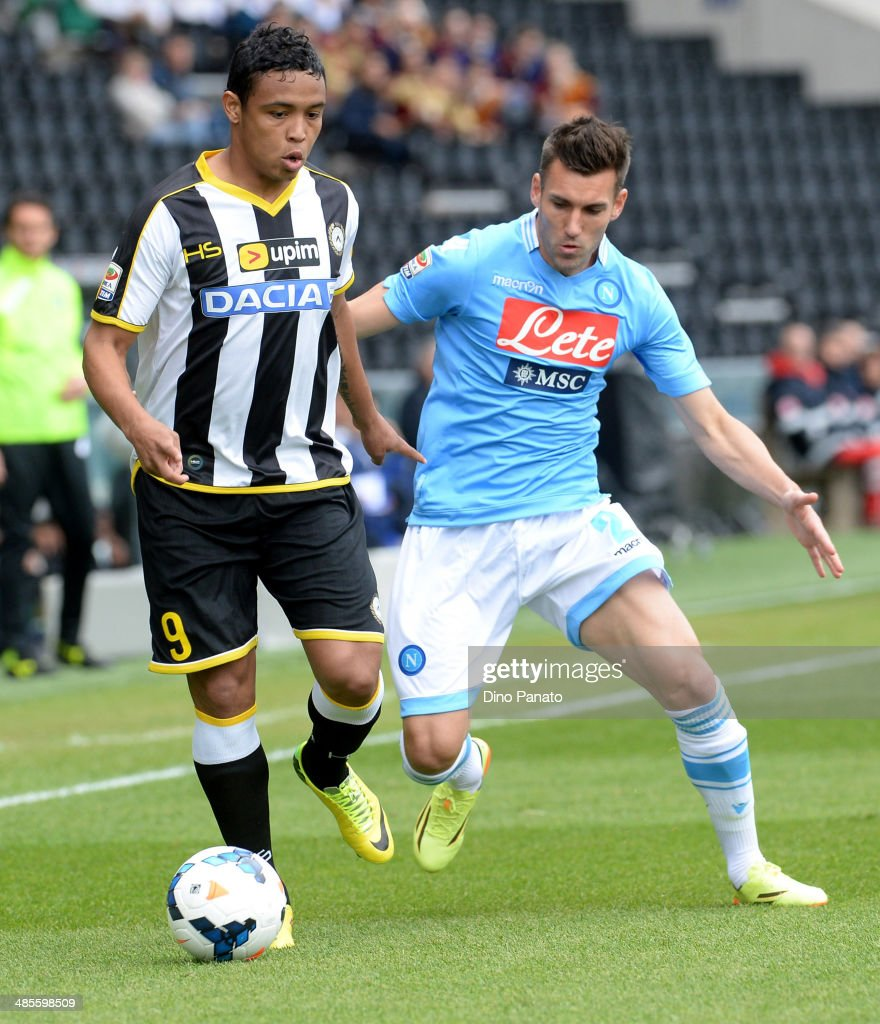 <a gi-track='captionPersonalityLinkClicked' href=/galleries/search?phrase=Luis+Muriel&family=editorial&specificpeople=8007067 ng-click='$event.stopPropagation()'>Luis Muriel</a> (L) of Udinese Calcio battles for the ball with <a gi-track='captionPersonalityLinkClicked' href=/galleries/search?phrase=Anthony+Reveillere&family=editorial&specificpeople=221020 ng-click='$event.stopPropagation()'>Anthony Reveillere</a> of SSC Napoli during the Serie A match between Udinese Calcio and SSC Napoli at Stadio Friuli on April 19, 2014 in Udine, Italy.