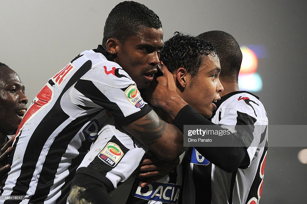 Luis Muriel of Udinese Calcio celebrate after scoring hi team first goal with their team mate during the Serie A match between Udinese Calcio and AS Roma at Stadio Friuli on March 9, 2013 in Udine, Italy.