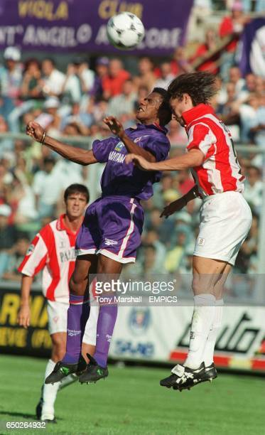 Luis Oliveira Fiorentina jumps to head the ball