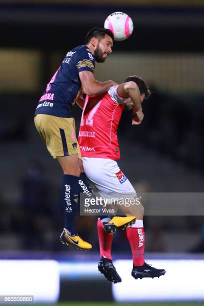 Luis Quintana of Pumas Jumps for the ball with Mauro Boselli of Leon during the 10th round match between Pumas UNAM and Leon as part of the Torneo...