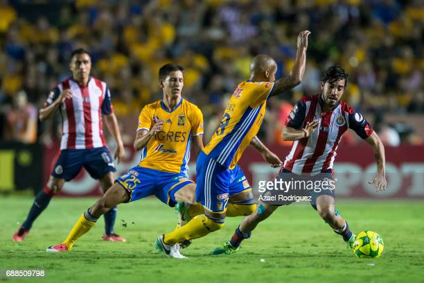 Luis Rodriguez of Tigres fights for the ball with Rodolfo Pizarro of Chivas during the Final first leg match between Tigres UANL and Chivas as part...