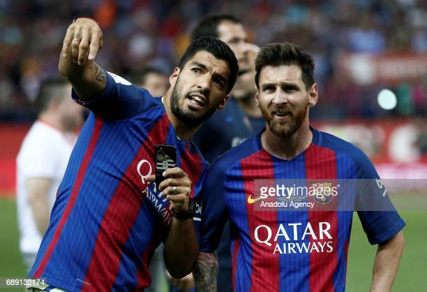 Luis Suarez and Messi of Barcelona celebrate with the trophy after the Copa Del Rey Final between FC Barcelona and Deportivo Alaves at Vicente...