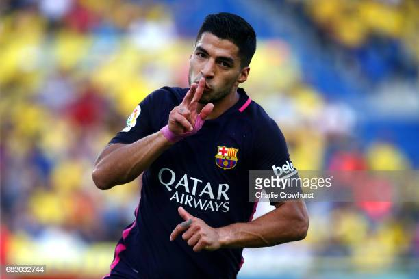 Luis Suarez of Barcelona celebrates after scoring the teams second goal of the game during the La Liga match between UD Las Palmas and Barcelona at...