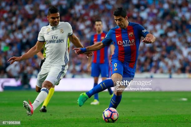 Luis Suarez of Barcelona evades Casemiro of Real Madrid during the La Liga match between Real Madrid CF and FC Barcelona at Estadio Bernabeu on April...