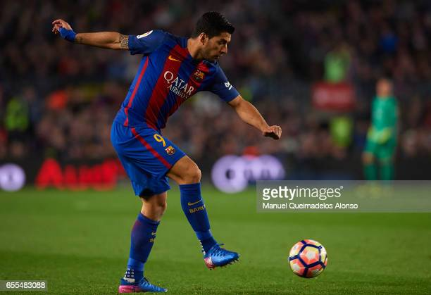 Luis Suarez of Barcelona in action during the La Liga match between FC Barcelona and Valencia CF at Camp Nou Stadium on March 19 2017 in Barcelona...