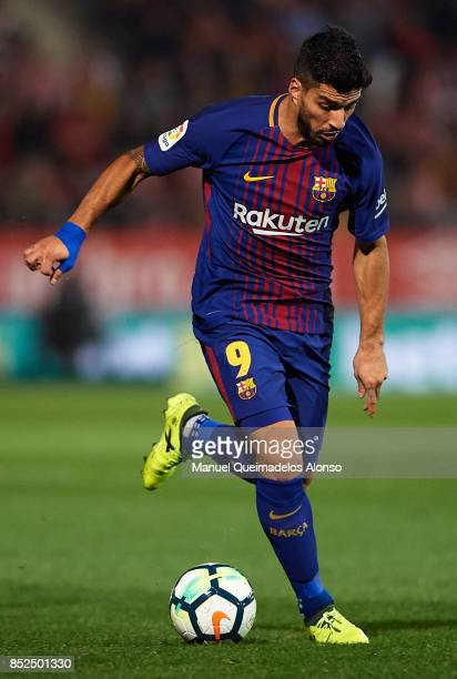 Luis Suarez of Barcelona runs with the ball during the La Liga match between Girona and Barcelona at Municipal de Montilivi Stadium on September 23...