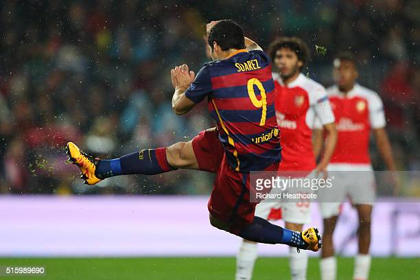 Luis Suarez of Barcelona scores his team's second goal during the UEFA Champions League round of 16 second Leg match between FC Barcelona and Arsenal...
