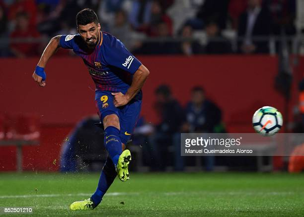 Luis Suarez of Barcelona scoring his team's third goal during the La Liga match between Girona and Barcelona at Municipal de Montilivi Stadium on...