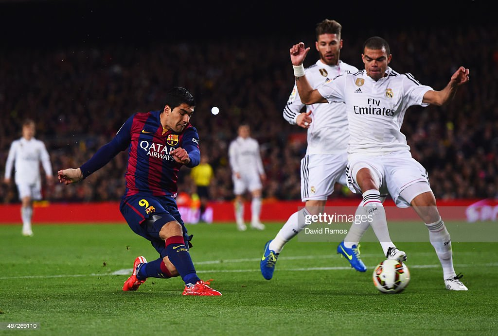 Luis Suarez of Barcelona shoots past Sergio Ramos and <a gi-track='captionPersonalityLinkClicked' href=/galleries/search?phrase=Pepe+-+Portugees+voetballer&family=editorial&specificpeople=4401229 ng-click='$event.stopPropagation()'>Pepe</a> of Real Madrid CF to score their second goal during the La Liga match between FC Barcelona and Real Madrid CF at Camp Nou on March 22, 2015 in Barcelona, Spain.
