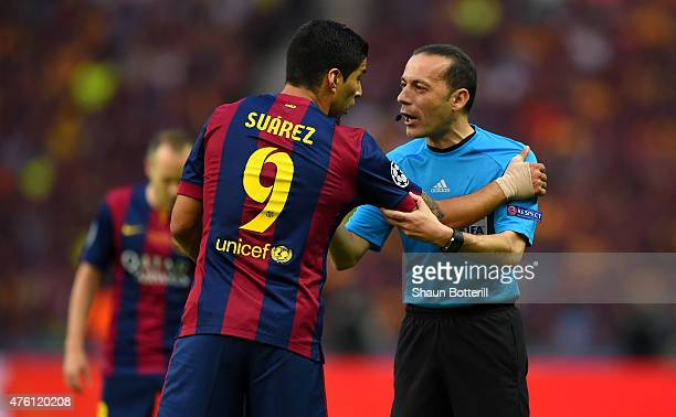 Luis Suarez of Barcelona talks to referee Cuneyt Cakir during the UEFA Champions League Final between Juventus and FC Barcelona at Olympiastadion on...