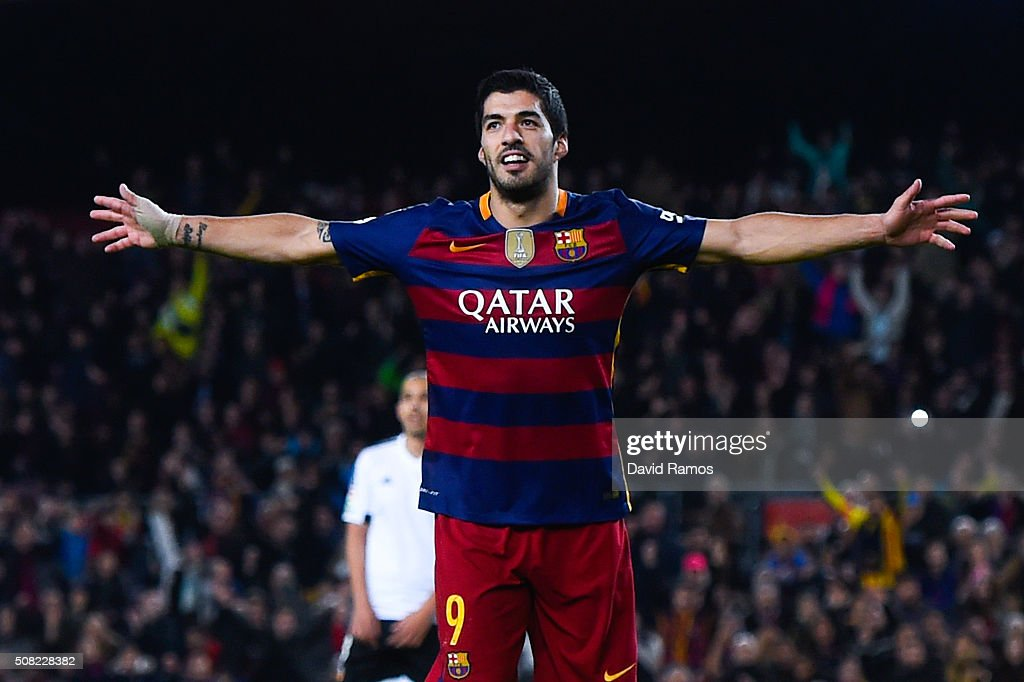 Luis Suarez of FC Barcelona celebrates after scoring his team's seventh goal during the Copa del Rey Semi Final first leg match between FC Barcelona and Valencia at Nou Camp on February 3, 2016 in Barcelona, Spain.