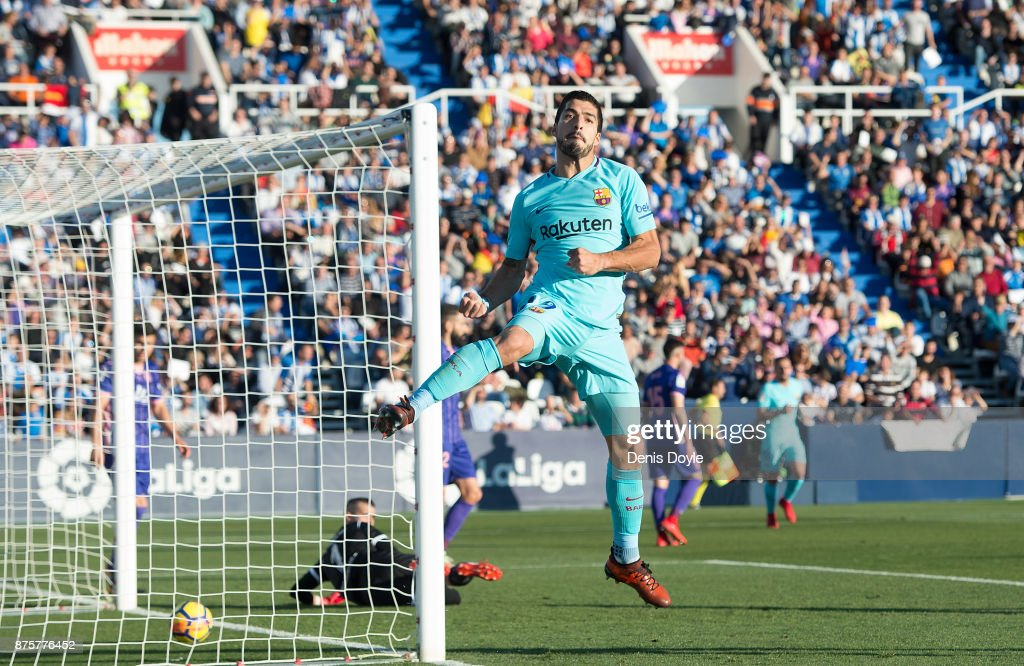 Luis Suarez of FC Barcelona celebrates after scoring his team's opening goal during the La Liga match between Leganes and Barcelona at Estadio Municipal de Butarque on November 18, 2017 in Leganes, Spain.