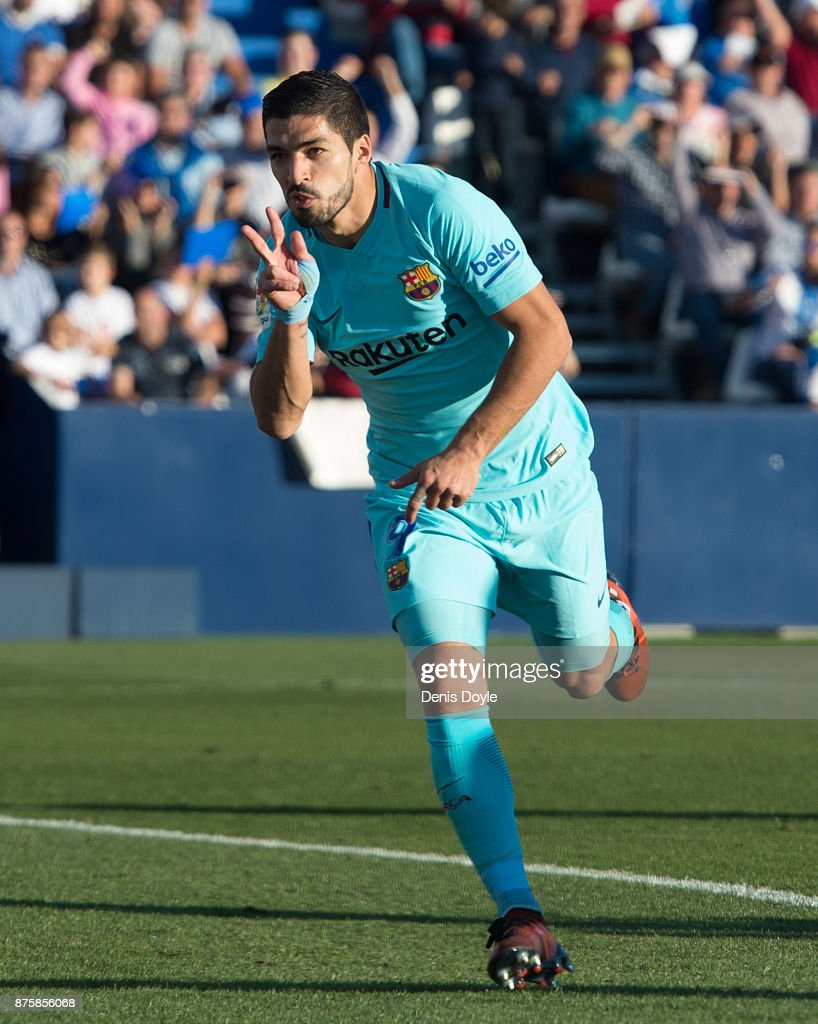 Luis Suarez of FC Barcelona celebrates after scoring his teamÕs opening goal during the La Liga match between Leganes and Barcelona at Estadio Municipal de Butarque on November 18, 2017 in Leganes, Spain.