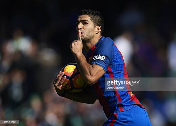 Luis Suarez of FC Barcelona celebrates after scoring the first goal for FC Barcelona and equalizer draw of the match during La Liga match between...