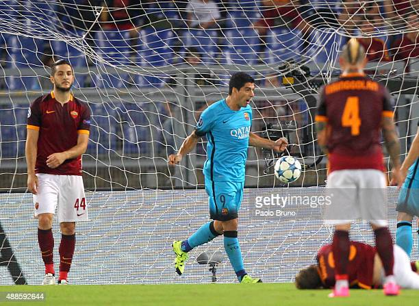 Luis Suarez of FC Barcelona celebrates after scoring the opening goal the UEFA Champions League Group E match between AS Roma and FC Barcelona at...