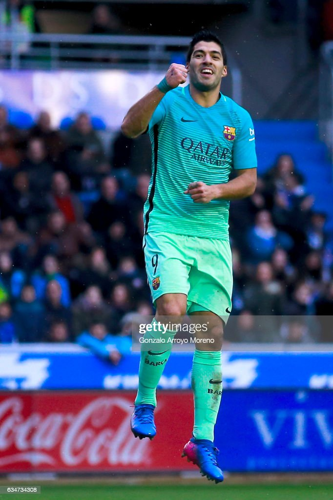 Luis Suarez of FC Barcelona celebrates scoring their sixth goal during the La Liga match between Deportivo Alaves and FC Barcelona at Estadio de Mendizorroza on February 11, 2017 in Vitoria-Gasteiz, Spain.