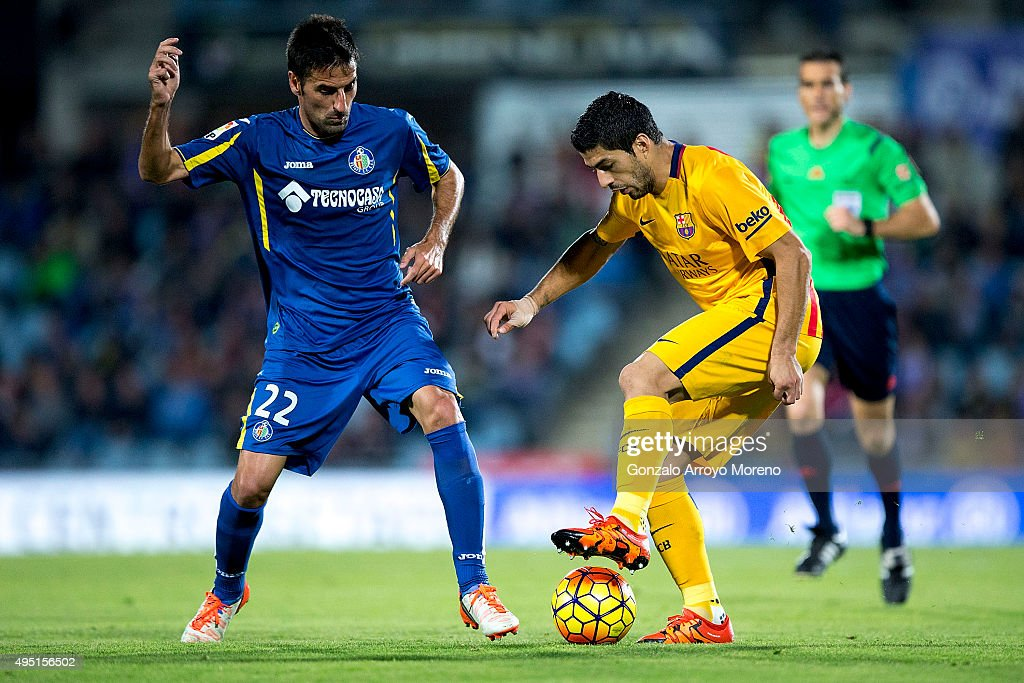 Luis Suarez (R) of FC Barcelona competes for the ball with Juan Antonio Rodrguez (R) of Getafe CF during the La Liga match between Getafe CF and FC Barcelona at Coliseum Alfonso Perez on October 31, 2015 in Getafe, Spain.