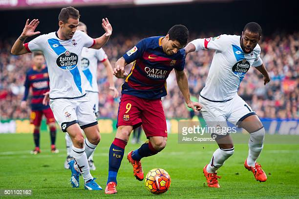 Luis Suarez of FC Barcelona conducts the ball between Fernando Navarro and Sidnei Rechel Da Silva of RC Deportivo La Coruna during the La Liga match...