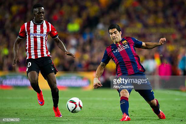 Luis Suarez of FC Barcelona passes the ball next to Inaki Williams during the Copa del Rey Final between Athletic Club and FC Barcelona at Camp Nou...