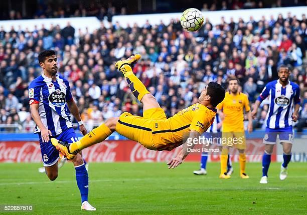 Luis Suarez of FC Barcelona performs an overhead during the La Liga match between RC Deportivo La Coruna and FC Barcelona at Riazor Stadium on April...