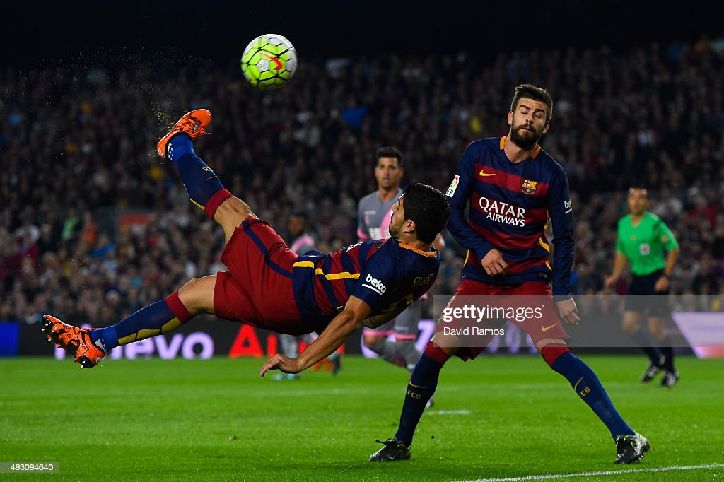 Luis Suarez of FC Barcelona performs an overhead kick during the La Liga match between FC Barcelona and Rayo Vallecano at the Camp Nou stadium on October 17, 2015 in Barcelona, Spain.