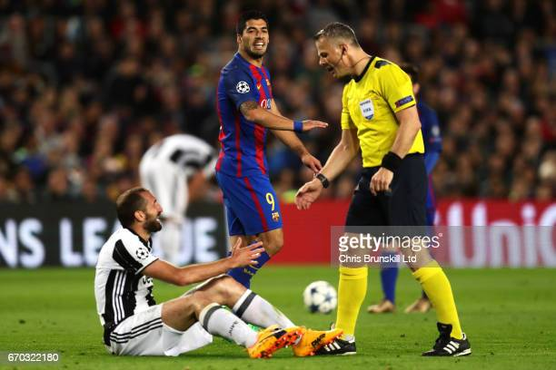 Luis Suarez of FC Barcelona reacts as Referee Bjoern Kuipers speaks to Giorgio Chiellini of Juventus during the UEFA Champions League Quarter Final...
