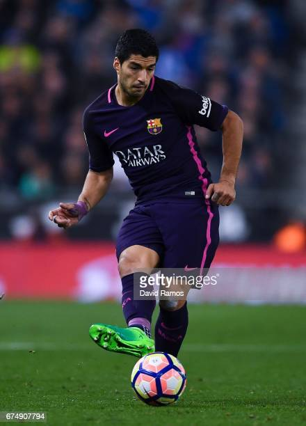 Luis Suarez of FC Barcelona runs with the ball during the La Liga match between RCD Espanyol and FC Barcelona at the RCDE Stadium on April 29 2017 in...