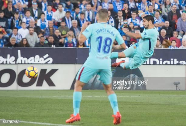 Luis Suarez of FC Barcelona scores his team's 2nd goal during the La Liga match between Leganes and Barcelona at Estadio Municipal de Butarque on...