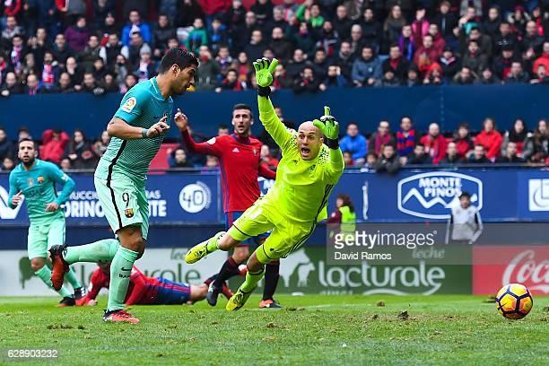 Luis Suarez of FC Barcelona scores the opening goal during the La Liga match between CA Osasuna and FC Barcelona at Sadar stadium on December 10 2016...