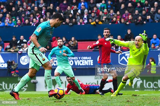 Luis Suarez of FC Barcelona scores the opening goal during the La Liga match between CA Osasuna and FC Barcelona at Sadar stadium on December 10 2016...