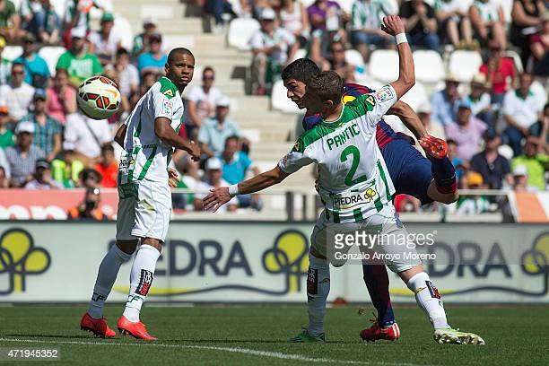 Luis Suarez of FC Barcelona scores their fourth goal during the La Liga match between Cordoba CF and Barcelona FC at El Arcangel stadium on May 2...