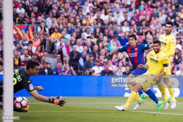 Luis Suarez of FC Barcelona shoots the ball and scores his team's third goal during the La Liga match between FC Barcelona and Villarreal CF at Camp...