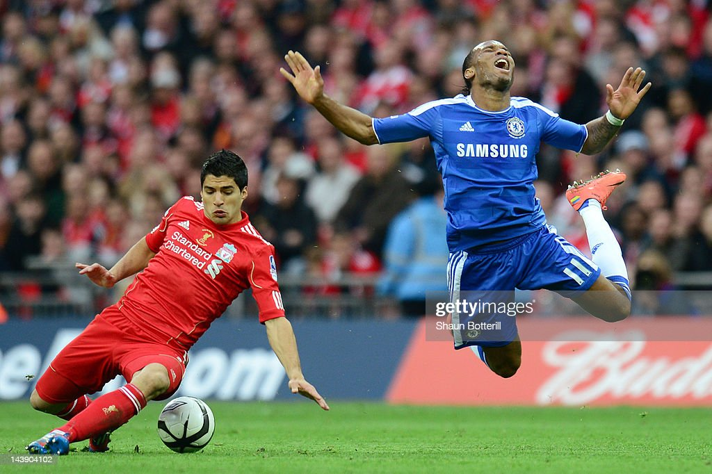 Luis Suarez of Liverpool clashes with <a gi-track='captionPersonalityLinkClicked' href=/galleries/search?phrase=Didier+Drogba&family=editorial&specificpeople=179398 ng-click='$event.stopPropagation()'>Didier Drogba</a> of Chelsea during the FA Cup with Budweiser Final match between Liverpool and Chelsea at Wembley Stadium on May 5, 2012 in London, England.