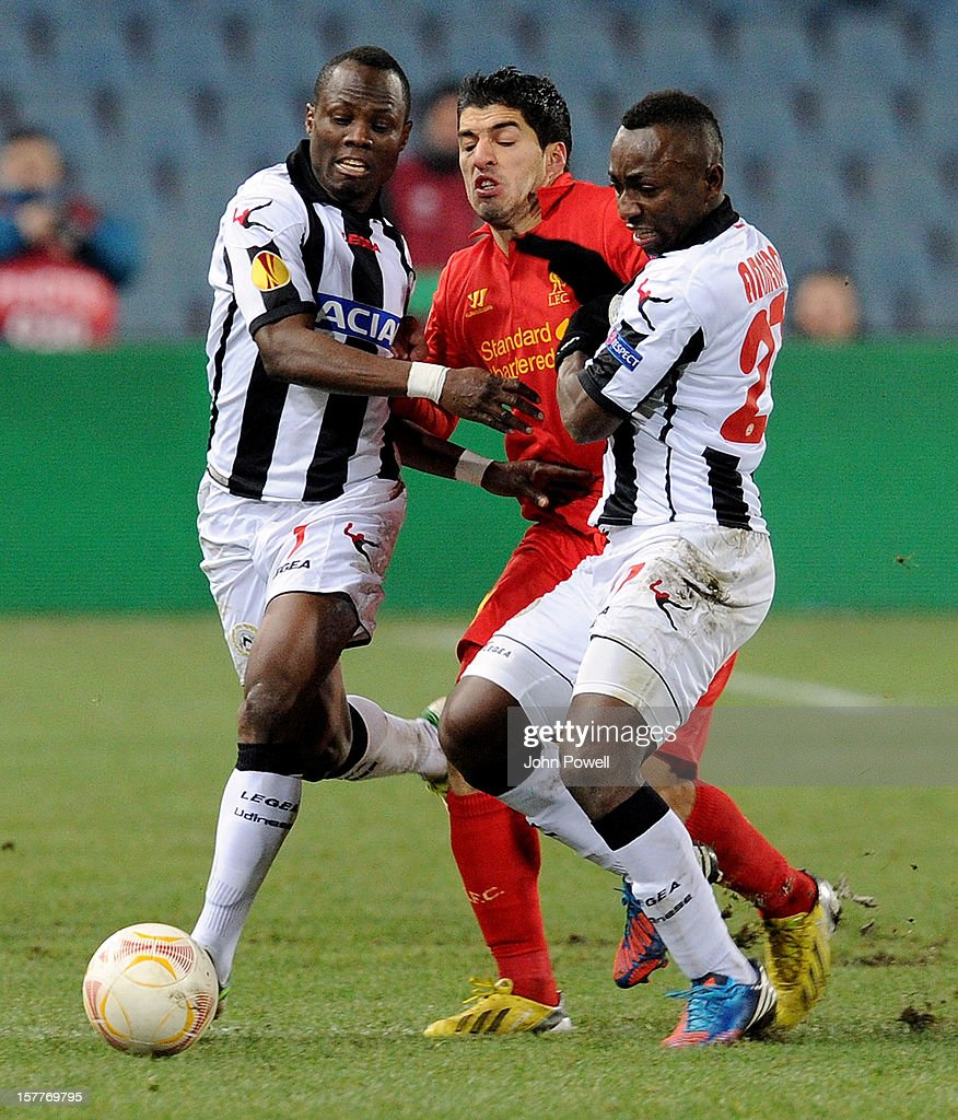 Luis Suarez of Liverpool competes with Emmanuel Badu and Pablo Armero of Udinese Calcio during the UEFA Europa League Group A match between Udinese Calcio and Liverpool FC at Stadio Friuli on December 6, 2012 in Udine, Italy.