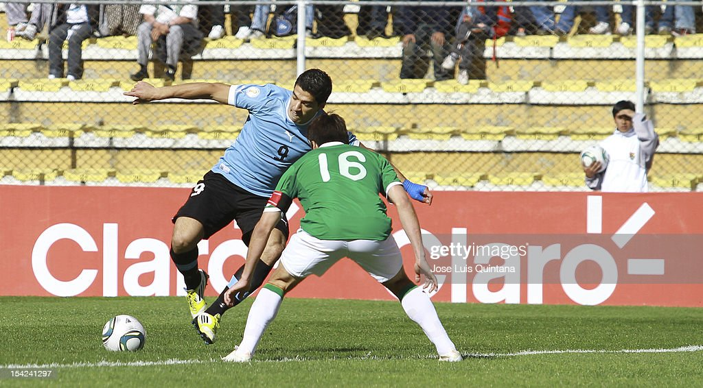Luis Suarez (L) of Uruguay and <a gi-track='captionPersonalityLinkClicked' href=/galleries/search?phrase=Ronald+Raldes&family=editorial&specificpeople=771201 ng-click='$event.stopPropagation()'>Ronald Raldes</a> (R) of Bolivia fight for the ball during a match between Uruguay and Bolivia as part of the South American Qualifiers for the FIFA Brazil 2014 World Cup at the Hernando Siles Stadium on October 16, 2012 in La Paz, Bolivia.