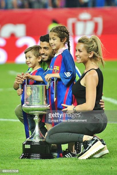 Luis Suarez Sofia Balbi and kids Delfina Suarez and Benjamin Suarez attend the Copa del Rey Final match between FC Barcelona and Alaves FC at Vicente...