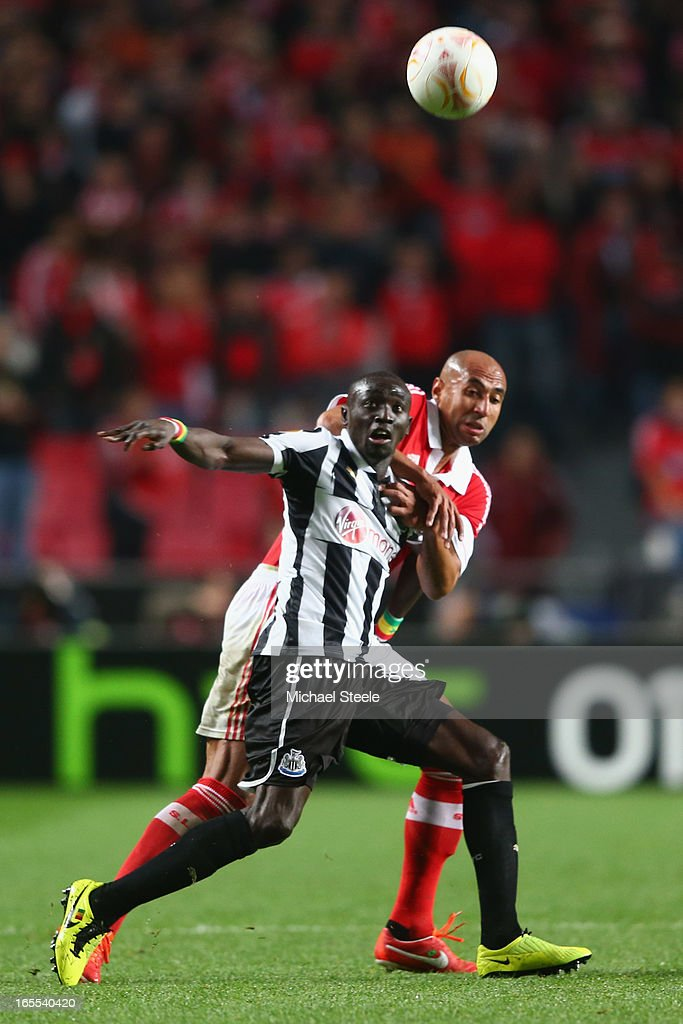 <a gi-track='captionPersonalityLinkClicked' href=/galleries/search?phrase=Luisao&family=editorial&specificpeople=490899 ng-click='$event.stopPropagation()'>Luisao</a> of Benfica challenges <a gi-track='captionPersonalityLinkClicked' href=/galleries/search?phrase=Papiss+Cisse&family=editorial&specificpeople=4251917 ng-click='$event.stopPropagation()'>Papiss Cisse</a> of Newcastle United during the UEFA Europa League Quarter- Final First Leg match between Benfica and Newcastle United at the Estadio da Luz on April 4, 2013 in Lisbon, Portugal.