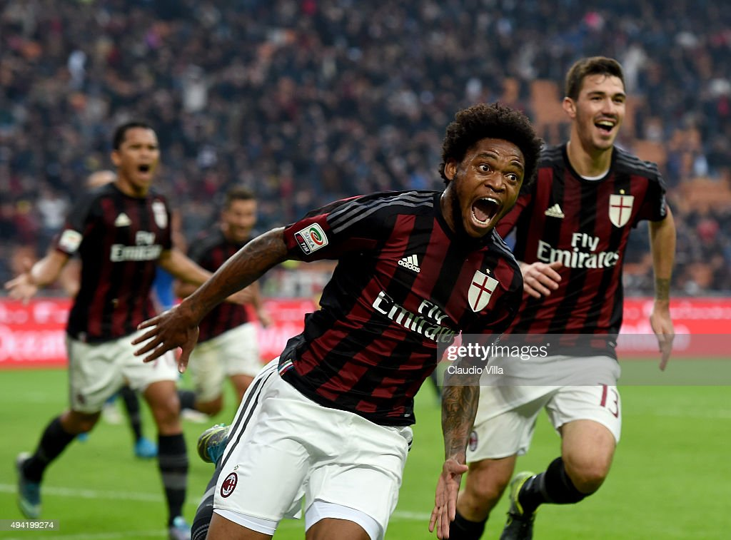 <a gi-track='captionPersonalityLinkClicked' href=/galleries/search?phrase=Luiz+Adriano&family=editorial&specificpeople=4075604 ng-click='$event.stopPropagation()'>Luiz Adriano</a> of AC Milan celebrates after scoring the second goal during the Serie A match between AC Milan and US Sassuolo Calcio at Stadio Giuseppe Meazza on October 25, 2015 in Milan, Italy.