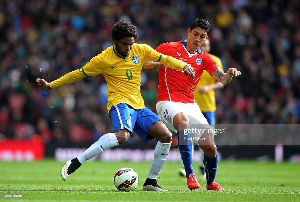 <a gi-track='captionPersonalityLinkClicked' href=/galleries/search?phrase=Luiz+Adriano&family=editorial&specificpeople=4075604 ng-click='$event.stopPropagation()'>Luiz Adriano</a> of Brazil is challenged by Pablo Hernandez of Chile during the international friendly match between Brazil and Chile at the Emirates Stadium on March 29, 2015 in London, England.