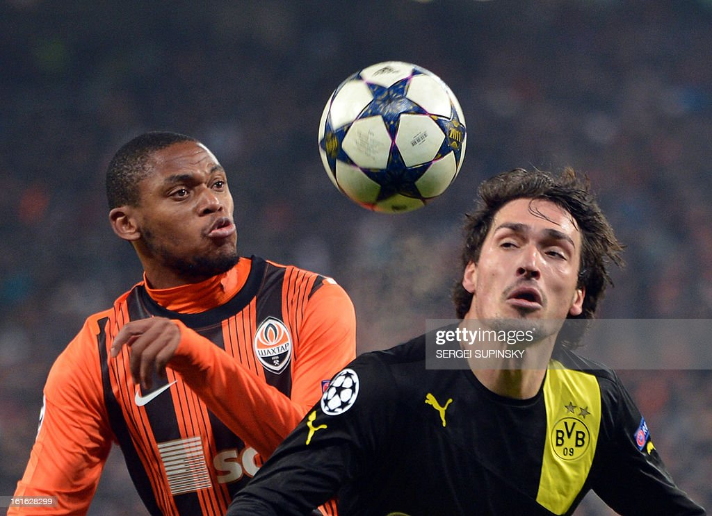 Luiz Adriano (L ) of FC Shakhtar fights for a ball with Mats Hummels ( R ) of Borussia Dortmund during their UEFA Champions League round 16 football match in Donetsk on February 13, 2013.